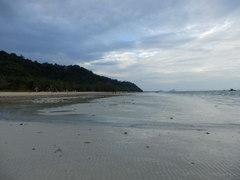 Strand am Koh Hai Fantasy Resort bei Ebbe