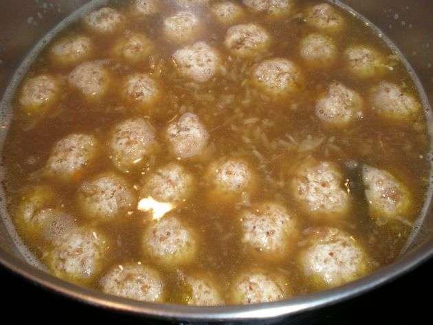 sopaencaldero - Sopa de mini albóndigas de pollo